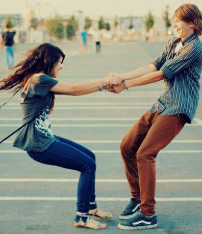 De toi à moi, de moi à toi, il suffit d'un regard, d'un sourire complice pour découvrir le monde merveilleux de l'autre.