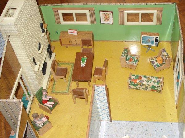 maison en tole mes poup es my dolls mes jouets. Black Bedroom Furniture Sets. Home Design Ideas
