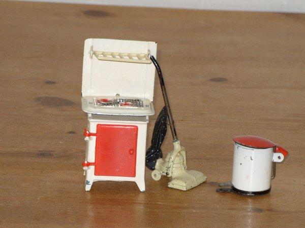 Accessoires maison de poupees