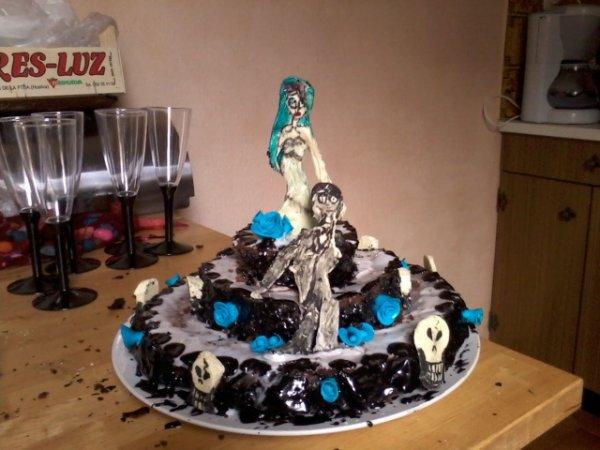 """gâteau d'anniversaire pour ma meilleure amie """"corpse brides cake"""