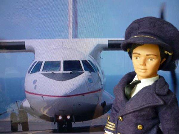 1974 - Cathie Hotesse et le Commandant de Bord Jerry