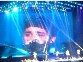 zayn,niall,harry versant quelque larmes de fiereté :') ♥