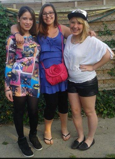 moi avec ma cousine & une amie ♥