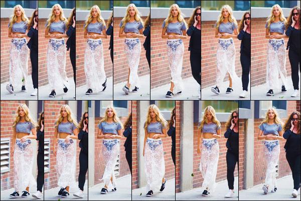 - 21/06/17 - La sublime ange VS Elsa Hosk a été aperçue avec son agent dans le quartier de Chelsea, New York City !Cette fois la sublime mannequin a adopté un style différent de ses autres sorties. C'est pour cela que je donne un bof pour la tenue d'Elsa... top / flop ?-[/alig fen]