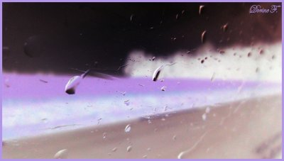 • Heureuse comme la pluie qui s'écoule d'une vitre...
