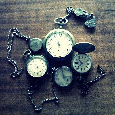 Le temps file, s'écoule, & passe, sans contrôle, furtif & surprenant.