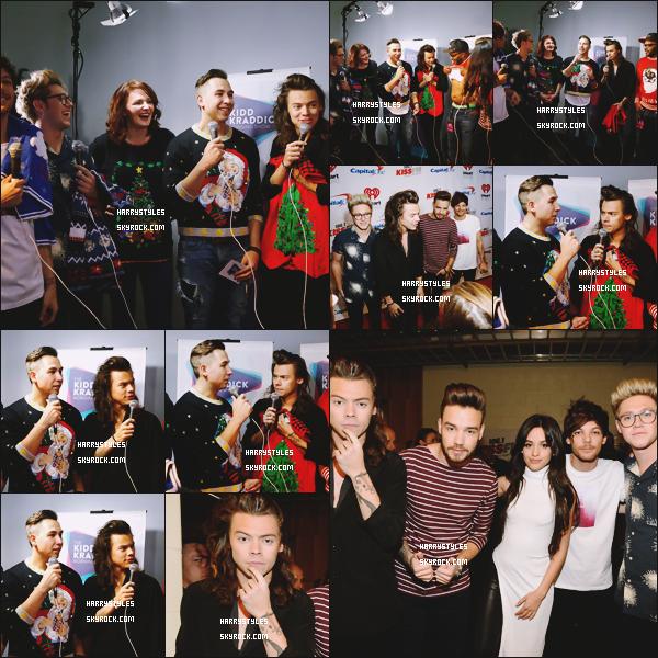 01.12.2015 - Harry Styles et le groupe ont fait leur premier show aux Jingle Ball 2015, à Dallas ! Cet événement est organisé par 106.1 KISS FM's by Capital One ! Un top pour Harry. Ils ont posé avec la chanteuse Camila Cabello.