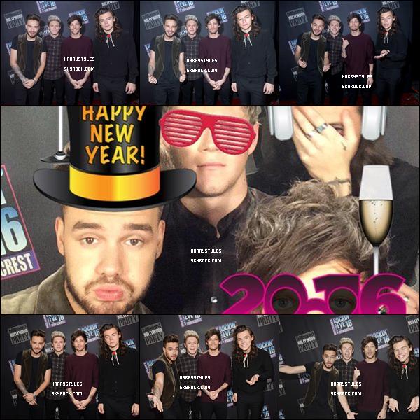 31.12.2015 - Harry et le groupe ont été invités l'événement de Dick Clark's New Year 's Rockin'Eve ! C'est le dernier événement que les boys font ensemble pour cette année 2015, j'accorde un top pour la tenue de Monsieur Harry.