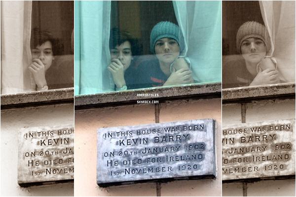 21.02.2011 - Harry Styles et le reste des garçons dans leur hotel irlandais, à Dublin. Les gars continuent la tournée, ce soir le show se fait dans le pays de Niall en Irlande. Trop chou la photo.