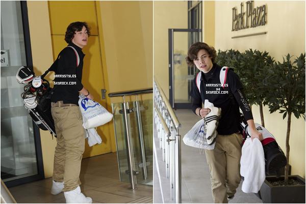 06.04.2011 - Harry Styles et le reste du groupe prenant une pause dans la ville de Cardiff. Monsieur Styles est surement partie faire une partie de golf vu tous les clubs qu'il porte. Il nous fait un autre top.