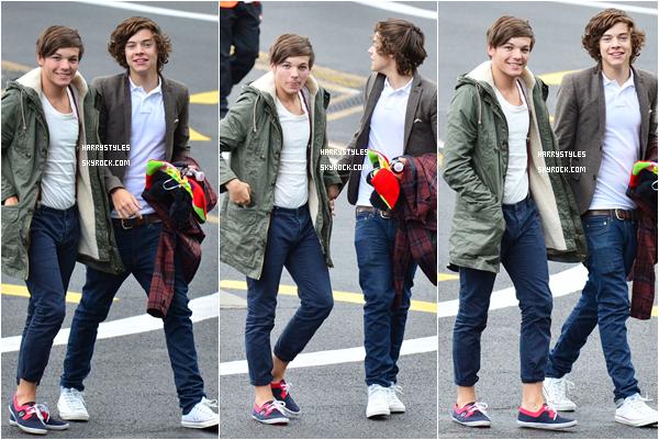 11.09.2011 - Harry Styles et le reste du groupe montant dans un hélicopter pour aller manger. Les garçons sont allés s'accorder un moment de détente. Faut dire que les boys n'arrêtent pas de bosser en ce moment.