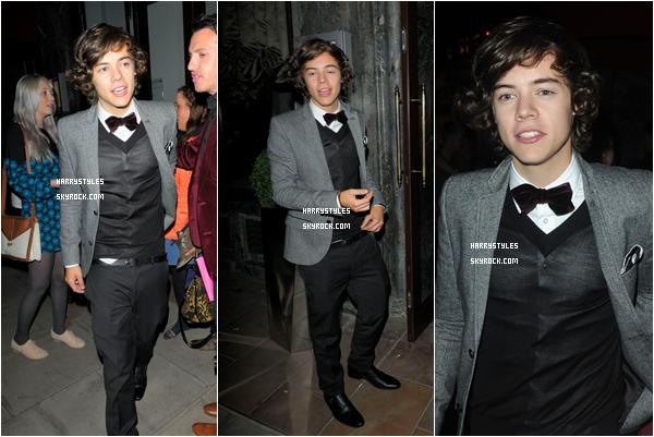 21.09.2011 - Harry Styles et le reste du groupe quittant le dîner The GQ Fashion Week. Un gros gros top pour cette tenue, j'aime beaucoup, elle est classe et lui tombe très très bien. Rien à re dire.