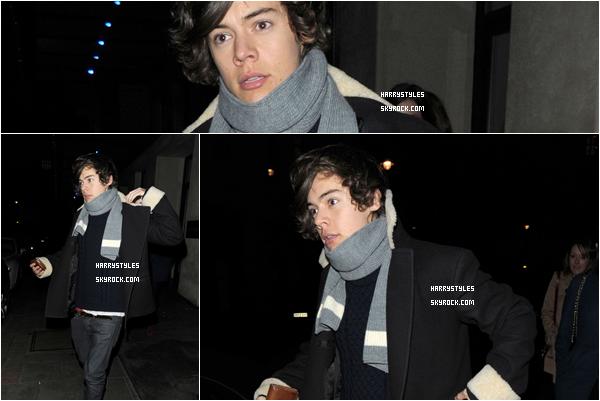 10.12.2011 - Harry Styles tout seul dans une jolie tenue simple sortant du Modiva. Votre source d'actualité cent pour cent consacré à Harry Styles. Tenue top pour moi et vous votre avis ?