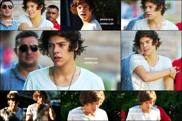 23.07.2012 - Harry Styles a été aperçu avec les boys se rendant à un photoshooting. Hâte de voir le photo-shoot que ça sera. Normalement les boys feront un second opus. C'est TOP !