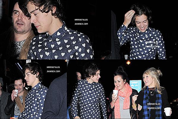 02/02/13 : Harry Styles a été vu quittant sa « birthday party » dans une chemise originale, à Londres. Alors Harry je ne sais pas comment te dire mais ta chemise est vraiment bizarre je ne peux même pas dire si je l'aime ou pas !