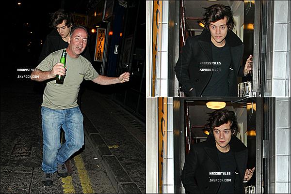 18/02/13 : Harry Styles a été vu arrivant/sortant du « Muse Gig » qui se situe dans la ville de Londres. Concernant la tenue j'aime bien. Dans la nuit du 17 au 18 Harry a été vu quittant le The Box club à Londres. 2 top pour H.