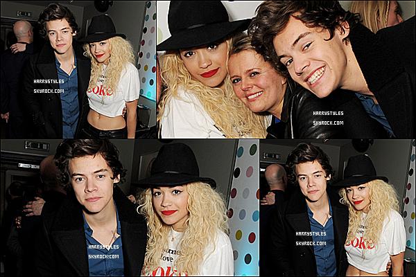 03/04/13 : Harry Styles été à l'intérieur de la boite de nuit « Grohou Club», dans Londres. Harry Styles a ensuite posé la chanteuse Rita Ora son amie de longue date. Puis il a été au Gallery pop.