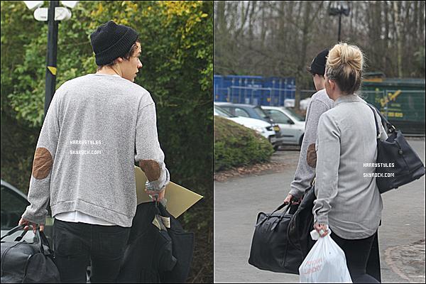 14/04/13 : Harry Styles a été vu sortant et quittant même son hôtel « Leeds». Harry Styles d'après des sources va prendre un avion pour Los Angeles, pas sure à vérifier.