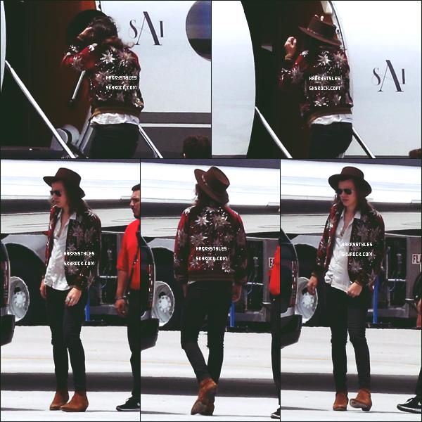 17.05.2015 - Harry a été aperçu prenant un jet privé à l'aéroport de Van Nuys, en Californie ! Un peu plus tôt il a été vu dans West Hollywood.  Malheureusement les photographies sont tagués. Un top pour les tenues.