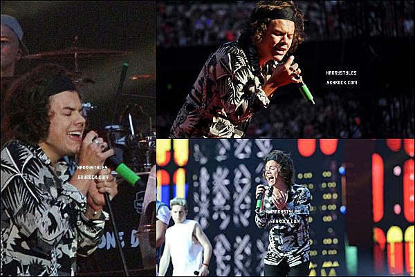 WWAT - Harry en compagnie des boys chantant à Londres, en UK ! Les boys ont chanté du 6 au 8 Juin. Mr Styles est vraiment au TOP.