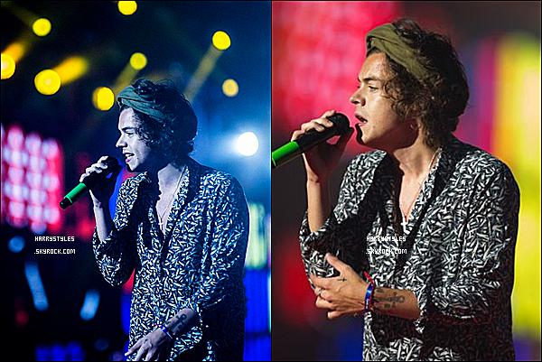 WWAT - Harry en compagnie des boys chantant à Porto, au Portugal ! Les boys ont chanté le 13 Juillet 2014. Mr Styles est vraiment au TOP.