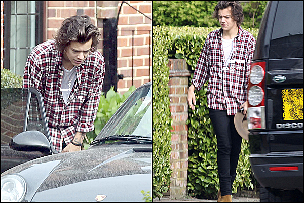 02/04/14 : Monsieur Harry Styles aperçu marchant tout seul dans la capitale anglaise ! H a ensuite été vu à Bredforshire. C'est le retour du look parfait pour monsieur british. TOP pour moi !