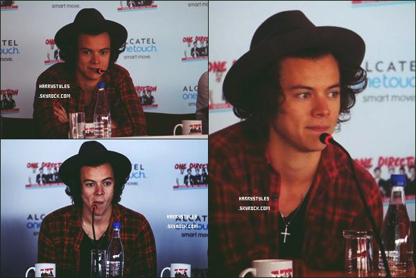 - 25/04/14 : Le groupe One Direction a donné une « Conférence de Presse  » à Bogotá en Colombie. Les boys ont parlé du futur album ainsi que de la prochaine tournée et de leurs projets ! Perso, je suis in love du look d'Harry Styles ! -