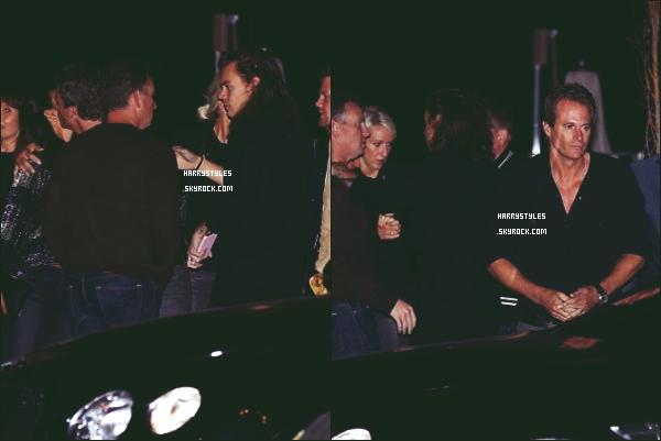 *  09.04.2016 - Harry Styles a été vu par les paparazzies avec des amis et amies à une soirée dans Malibu!  *