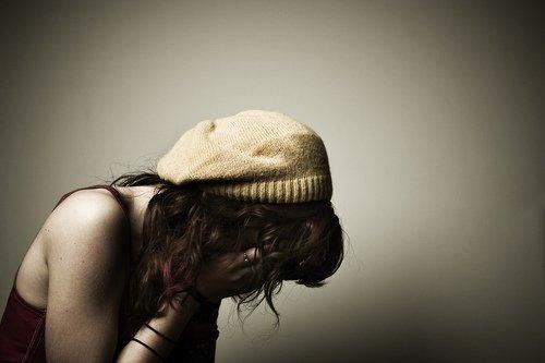 Il y a deux sortes d'amour : l'amour insatisfait, qui vous rend odieux, et l'amour satisfait, qui vous rend idiot.