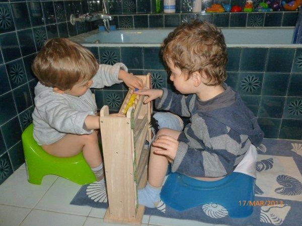 17 mars 2013 : 1er apprentissage du pot pour Alex et Ylan