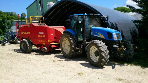 New Holland TSA 115 avec presse HD Supertino