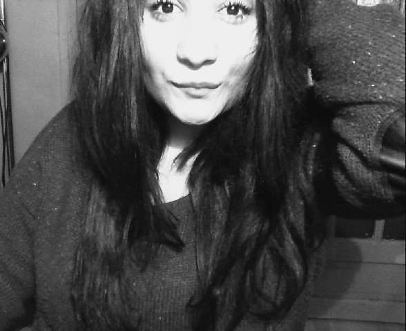 Aime moi comme personne  .