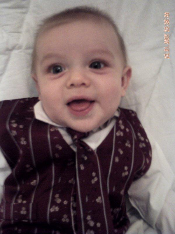 mon petit fils loucas 5 mois et 2 semaines je taime mamie