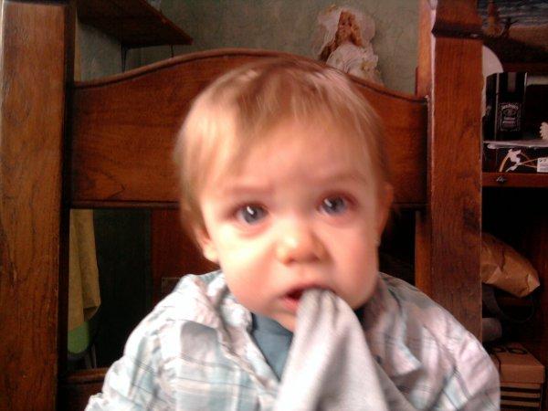 notre petit fils loucas bientot 1 ans le 27 mars on taiment ta mamie tes papys tontons et tatas bsx