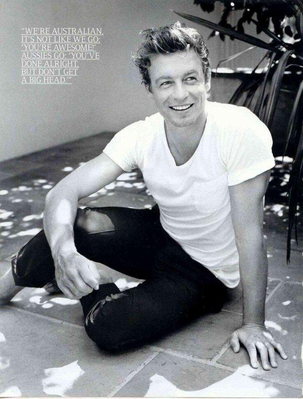 Le magazine pour hommes américain GQ consacre sa couverture à Simon Baker.