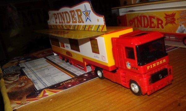 nouveaux camions reçus hier ( caisse et transport de matériel) , aujourd'hui montage de la maquette format tournée province (photos à venir)