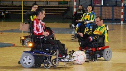 Ils jouent au foot fauteuil les futurs - Fauteuil massant belgique ...