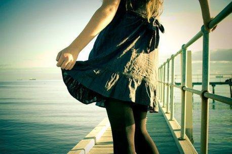 """"""" On invente des histoires quand on est amoureux. On invente des rivales, on invente des rivaux. On invente des complots, on invente des baisers volés, des accidents d'avion, des silences qui ne disent pas leur nom, des téléphones qui ne sonnent pas, on invente des trains ratés, des courriers qui se sont perdus, on n'est jamais tranquille. Comme si le bonheur était interdit aux amoureux, comme si ce bonheur là n'existait que dans les livres, les contes de fées ou les magazines. Mais pas pour de vrai. ou alors d'une manière si fugitive qu'il glisse comme l'eau entre les doigts """" ~        Katherine Pancol"""