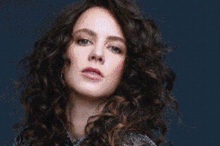 Point De Croix n°3 : Amy Manson