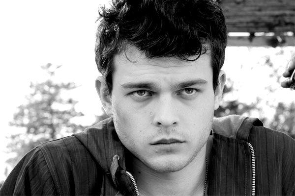 ■ [ Casting ]  Changement d'acteur pour Ethan