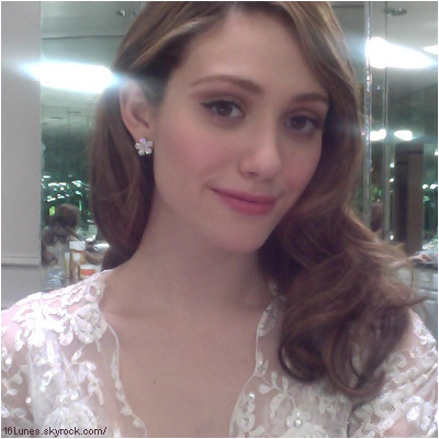 ■ [ Emmy Rossum ]  Nouvelle photo d'Emmy, via Twitter