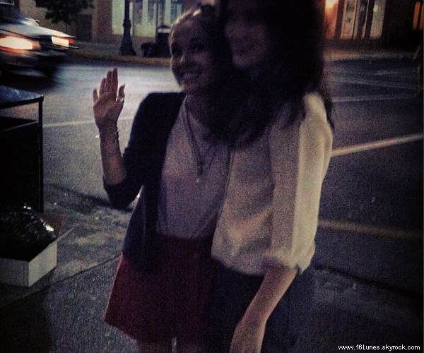 ■ [ Picture ]  Alice Englert on the set?