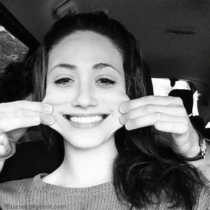 ■ [ Sur le Tournage ]  Emmy toute souriante