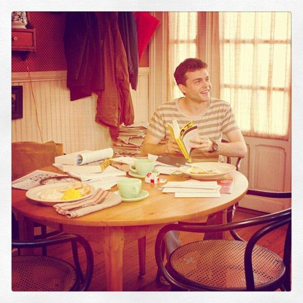 ■ [ Film ]  Une nouvelle photo d'Ethan Wate dans sa cuisine !