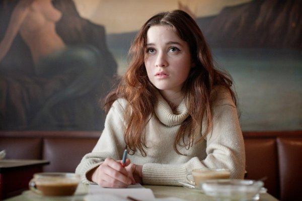 """■ [ Alice Englert ]  Nouvelles photos d'Alice dans son film """"Ginger and Rosa""""J'aime beaucoup ces deux photos. Je la trouve magnifique et simple à la fois."""