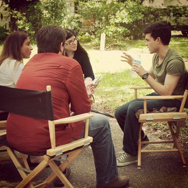 ■ [ Sublimes Créatures ]  Alden sur le tournage, avec des Journalistes