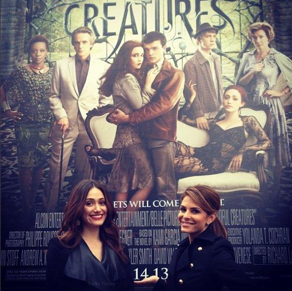 ■ [ Sublimes Créatures ]  Emmy devant l'affiche du film