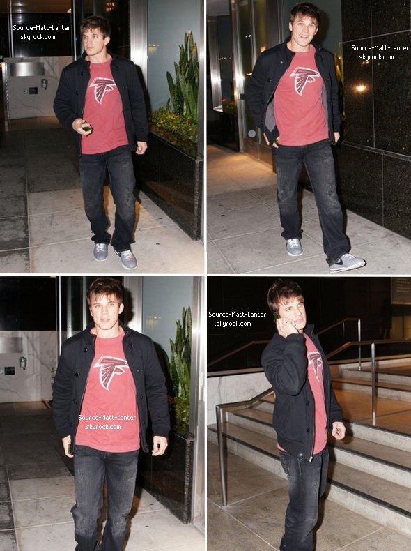 Le 2 décembre 2010.  Matt, dans les rue de Beverly Hills. Ton Avis ?