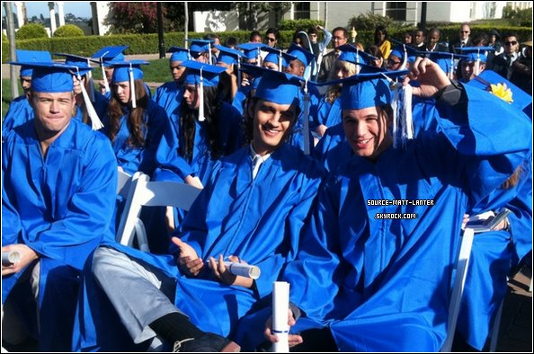 """Matt , Michael Steger et Trevor Donovan sur le tournage de l'épisode """" Graduation"""". Tu aimes ?"""