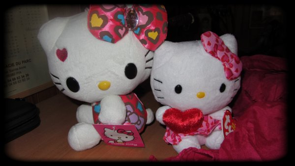 Nouveautée Hello Kitty + foulard rouge/rose et Vive amora et Bic j'ai envie de dire :p